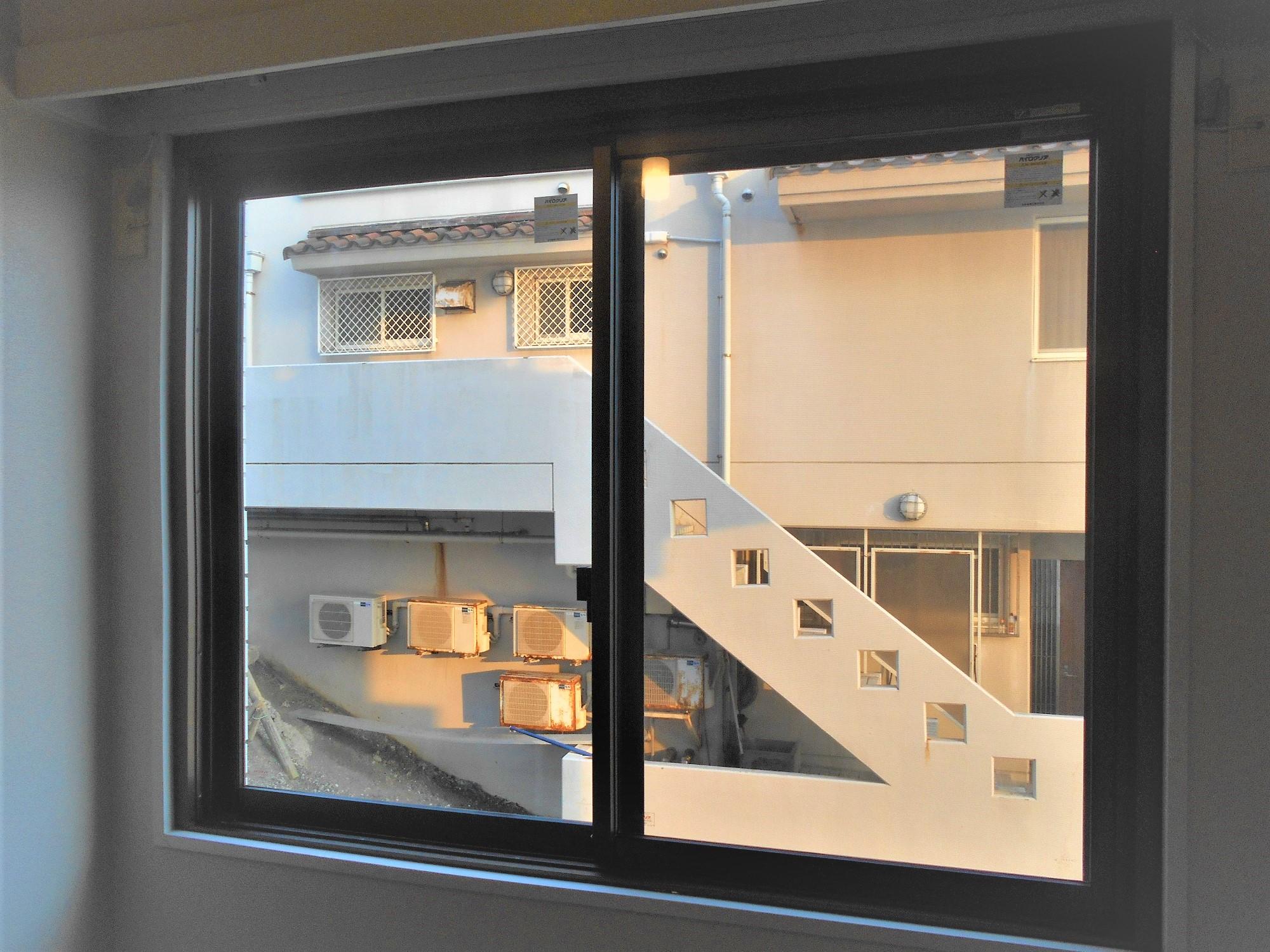 マンションの窓を網のない防火ガラスでクリアで開放的な空間へ!