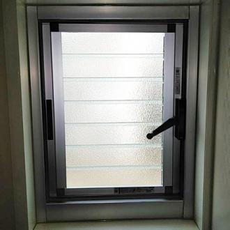 東京都日野市 カバー工法 ルーバー窓 LIXIL